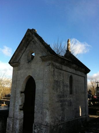 À travers les tombes (2)