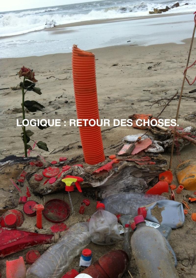 un dernier totem fait sur la plage