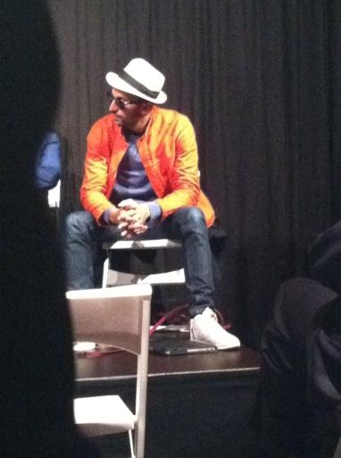 JR écoute un critique d'art. Et un critique d'art, ça n'a pas toujours avoir avec l'Art.