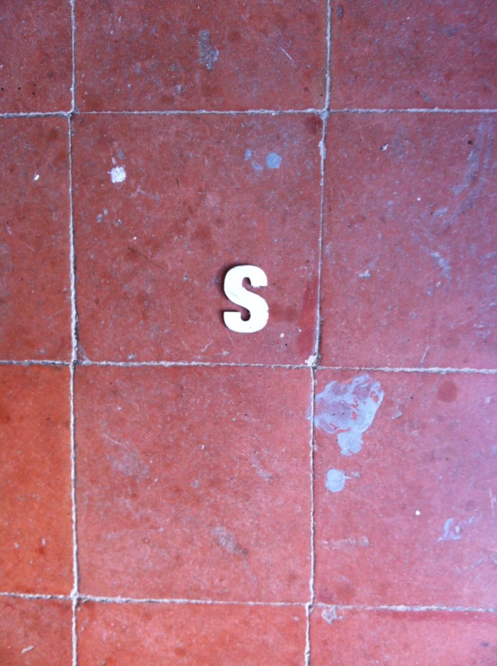 Le S trouvé par terre en sortant.