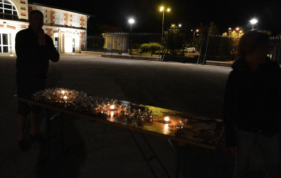 installation des bougies dans la nuit