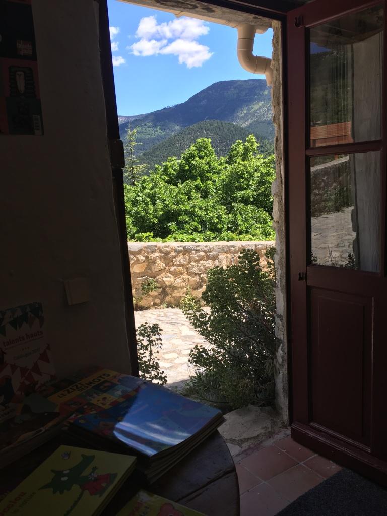 Librairie ouvrant sur la montagne au Ventoux